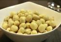 Mẹo hay gọt bỏ vỏ củ, quả và hạt siêu nhanh
