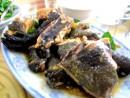 Gà đen rang gừng món ngon đặc trưng của bản Thái vùng cao