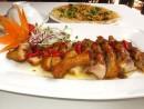 Thưởng thức món vịt cay ở ẩm thực sân vườn Sài Gòn