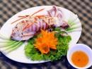Thưởng thức hải sản ở phố Nguyễn Khang