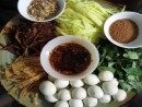 Thưởng thức bánh tráng trộn Sài Gòn