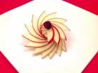 Tỉa hoa táo trang trí đĩa ăn