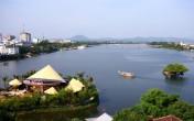 Khám phá quán cà phê nón Huế bên sông Hương
