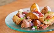 Ngon, lạ với salad khoai tây nướng và thịt xông khói