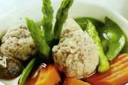 Món ngon mùa hè: Thịt viên nấu măng tây