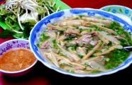 Quán bún vịt đông nghịt khách ở Sài Gòn mỗi ngày chỉ bán một tiếng