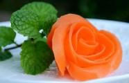 Cắt tỉa cà rốt thành hoa hồng rực rỡ đẹp mắt