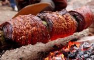 Về làng cổ Đường Lâm thưởng thức kẹo dồi và thịt quay đòn nức tiếng gần xa