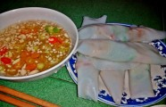 Thưởng thức bánh ướt thịt nướng Kim Long