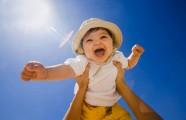 4 bí quyết chăm trẻ ngày nắng nóng