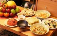 Bánh chưng ăn với dưa hành: Tinh túy ẩm thực Việt