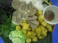 Thưởng thức bún đậu mắm tôm ở Hàng Khay