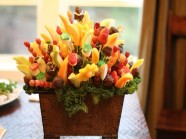Cắt tỉa trái cây thành lọ hoa
