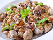 Về Phú Yên ăn sò huyết đầm Ô Loan