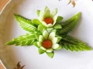 Khéo tay biến dưa chuột thành hoa lá