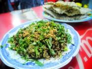 Hến cay xúc bánh tráng tuyệt ngon ở Sài Gòn