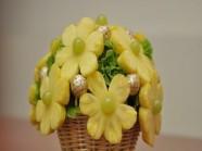 Làm lọ hoa bằng trái cây