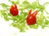 Biến cà chua thành chú thỏ xinh xắn