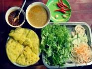 Thưởng thức bánh khoái xứ Huế
