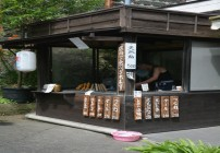 Cá suối nướng muối dưới chân thác bốn mùa ở Nhật
