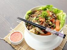 Mì trộn salad kiểu Thái