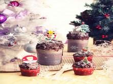 Bánh muffin chocolate phủ tuyết đón giáng sinh
