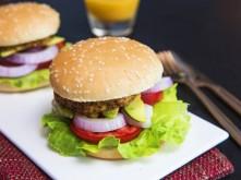 Tự làm hamburger kẹp thịt gà đãi cả nhà