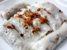 Xuýt xoa ngày lạnh với món bánh cuốn nhân thịt nóng hổi vừa thổi vừa ăn
