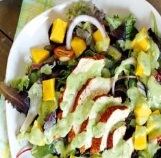 Salad gà xoài kèm nước xốt bơ