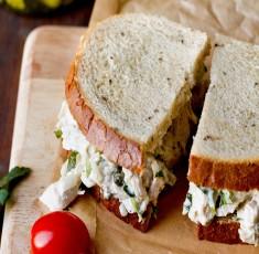 Bánh kẹp salad gà bổ dưỡng và tiện lợi cho bữa trưa