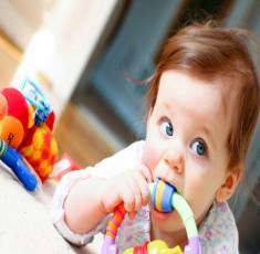 Tâm sự của một bé gái 18 tháng tuổi có bà mẹ quá lười, đọc xong cười muốn rớt quai hàm