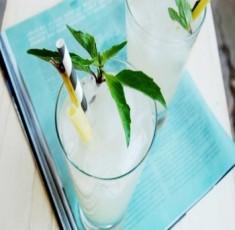 Trời nóng bức thế này, nên uống nước gì để hạ nhiệt cơ thể???