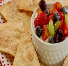 Tươi mát với món hoa quả trộn và bánh quế màu sắc