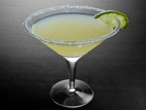 Những ly cocktail màu sắc trong quán bar