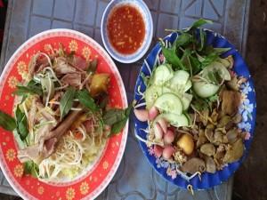 Quán cơm gà lừng danh ở Phú Yên