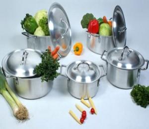Những nguy hiểm không ngờ khi sử dụng đồ dùng nấu ăn bằng nhôm tái chế