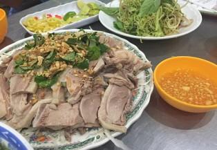 Thưởng thức quán bún gỏi vịt có tuổi đời 20 năm ở Sài Gòn