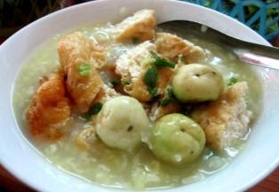 """Đi ăn """"cháo đậu phụ cà muối"""" vỉa hè gần 20 năm tuổi ở Hà Nội"""