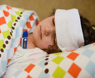 Chuyên gia hướng dẫn cách sơ cứu cho trẻ bị sốt cao, co giật, gừng thở