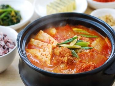 Cách nấu canh kim chi Hàn Quốc nóng hổi thơm ngon