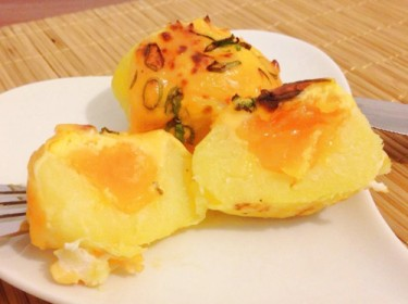 Trứng bọc khoai tây nướng lòng đào