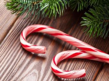 Làm kẹo gậy ngộ nghĩnh cho đêm Giáng Sinh thêm ngọt ngào