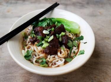 Mì thịt bò kiểu Trung Quốc ấm áp ngày đông