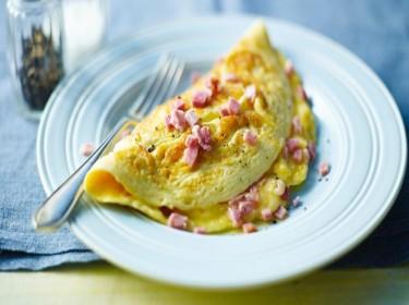 Trứng rán phô mai với giăm bông đầy năng lượng