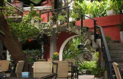 Cà phê sân vườn Thềm Xưa