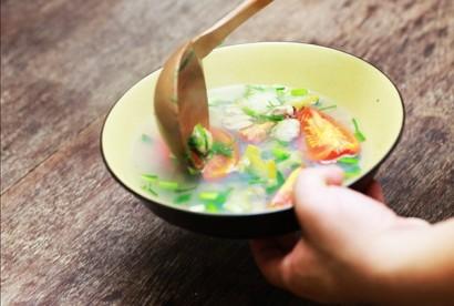 Ăn cơm chan canh - thói quen sai lầm mà ít người để ý