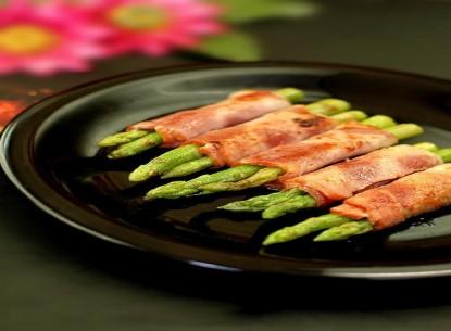 Cá hồi cuộn măng tây