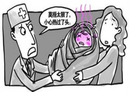 Các mẹ cứ chăm con kiểu này thì…tránh sao được bệnh viêm phổi
