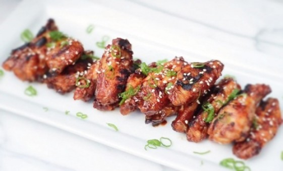 Cánh gà nướng cay theo phong cách Hàn Quốc