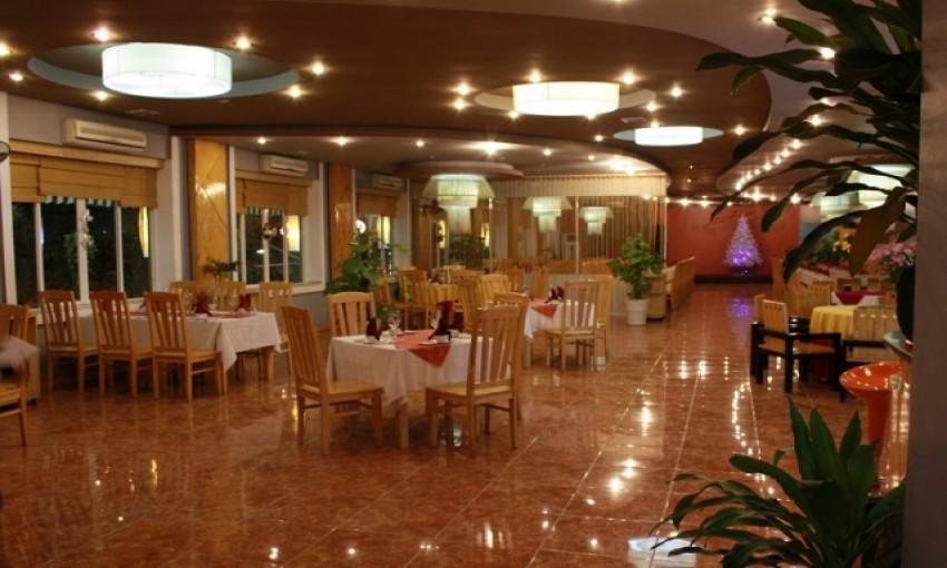 Nhà hàng San Hô Đỏ